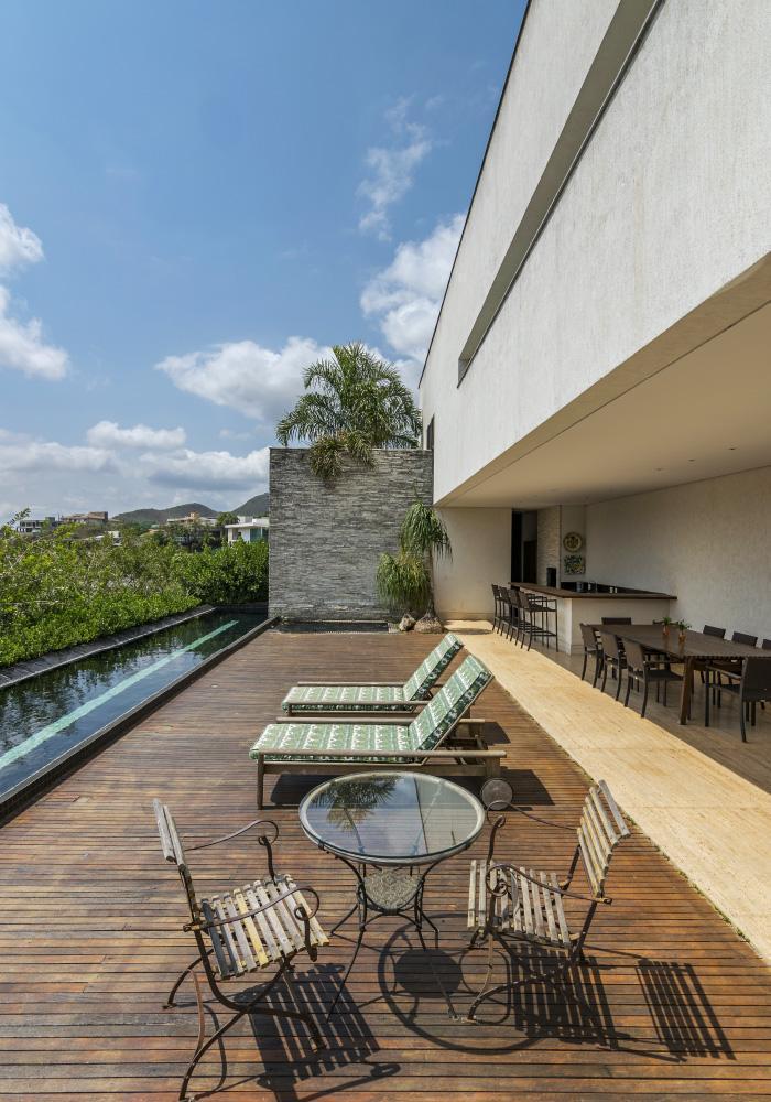 img-lar-casa-vale-dos-cristais-projeto-residencial-grupo-arquitetos-deck-piscina