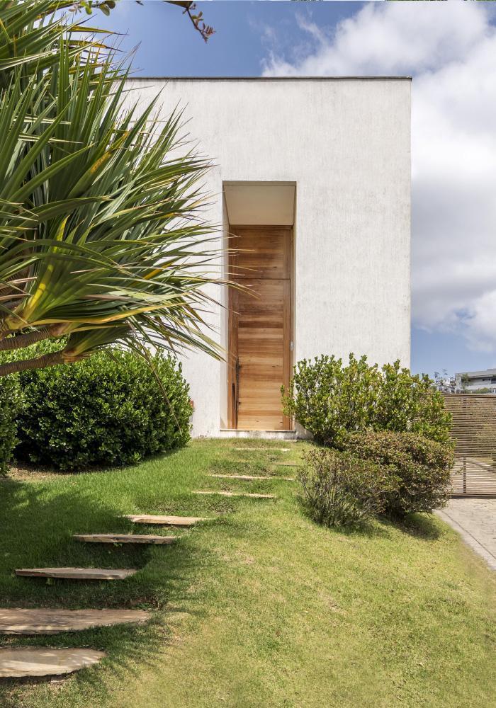 img-lar-casa-vale-dos-cristais-projeto-residencial-grupo-arquitetos-entrada