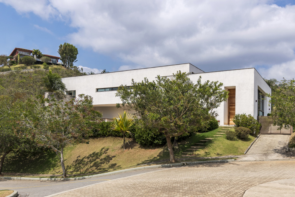 img-lar-casa-vale-dos-cristais-projeto-residencial-grupo-arquitetos-fachada-frente